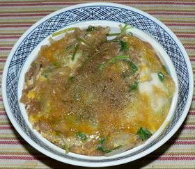 根三つ葉と天かすと卵で、三つ葉ハイカラ丼