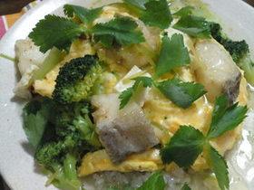 湯葉と白身魚の野菜とろみ餡オムライス