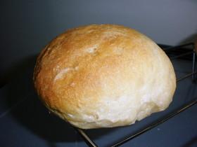 りんご果汁100%で捏ねてるパン