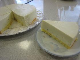 キウイのレアチーズケーキ