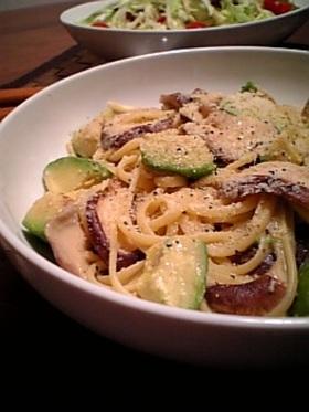 椎茸とアボカドの豆乳味噌スパゲッティ