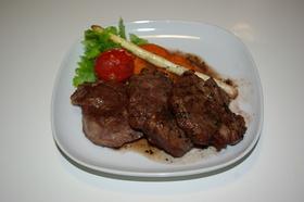 ラム肉のステーキ~バルサミコソース~