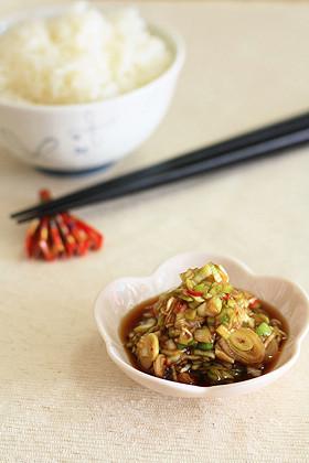 納豆や豆腐に、醤油で簡単・ねぎ唐辛子!