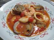 ブイヤベース風魚介類のスープの写真