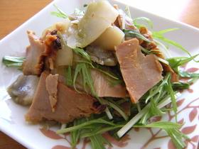 焼豚チャーシューとザーザイのサラダ