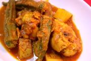 インド人直伝チキンとオクラのカレーの写真