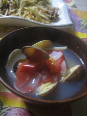 あさりとトマトとたまねぎのピリ辛スープ