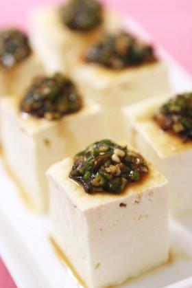 お豆腐に。刻み生オクラと塩昆布のとろねば