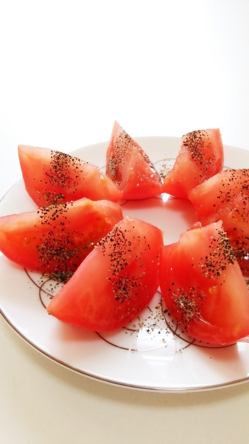 トマトにピリリ☆ブラックペッパーだけ