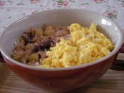 簡単朝ごはん☆シーチキンとたまごで2色丼の写真