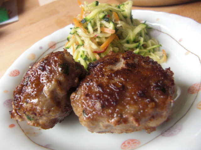 ドイツの味☆ フリカデレ(ハンバーグ)