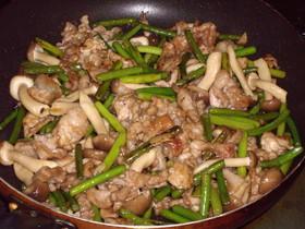 ニンニクの芽と豚のオイタレ炒め