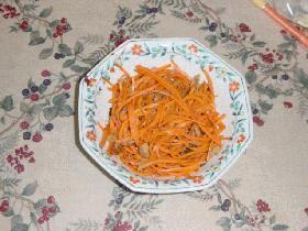 ニンジンと鶏挽肉(またはツナ)の炒め物
