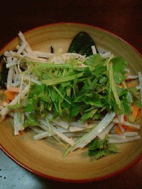 ゴボウと三つ葉の胡麻味噌サラダ