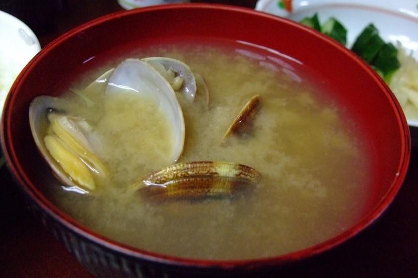 大葉でもっと美味しいアサリの味噌汁