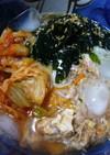 天然水とワカメ、キムチのぶっ掛け素麺