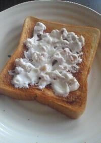 水切りヨーグルトと胡桃のトースト