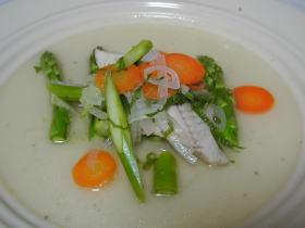 サワラと春野菜の白ワイン煮