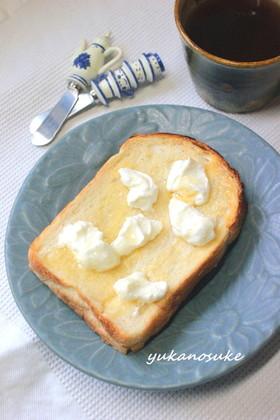 水切りヨーグルトとはちみつトースト