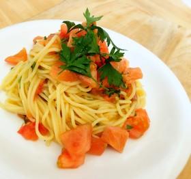 簡単トマト・サーモン・大葉の冷製パスタ