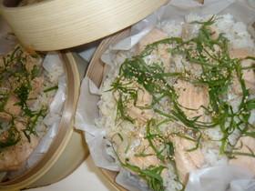 鮭のせ梅蒸しご飯