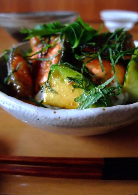 【簡単】アボカドと鮭の柚子胡椒丼