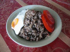 Gallo Pinto ガジョピント コスタリカの豆ご飯 (予算約1500コロン)