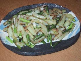 シンプル!!にんにくの芽とジャガイモの炒め物
