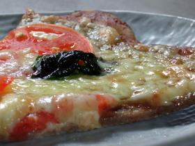 蕎麦粉(そばこ)のピザ生地で簡単ピザ