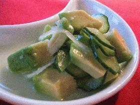 アボカドとキュウリのさっぱりグリーンサラダ