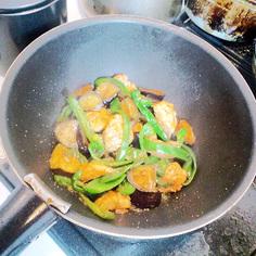 鶏肉と旬野菜のオイスターソース炒め