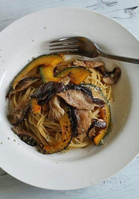 椎茸と南瓜の秋味パスタ ガーリック醤油味