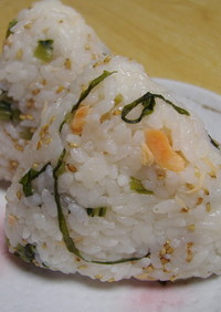 野沢菜と塩鮭のおにぎり