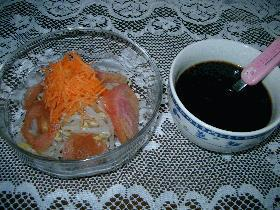 ブラックソースのサラダ