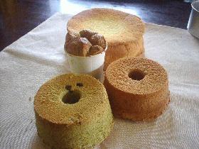 ひとつの生地で4度美味しい シフォンケーキ 丸型で焼きました