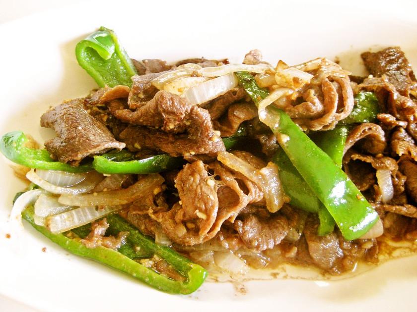 牛肉・ピーマン・たまねぎの炒め物