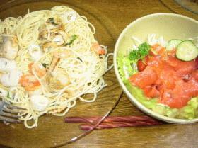 海鮮パスタ と サーモンサラダ