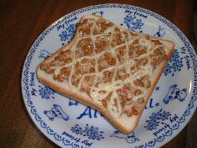 マヨ納豆トースト