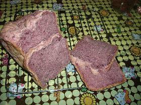 ええっつ!この色!紫芋のパン