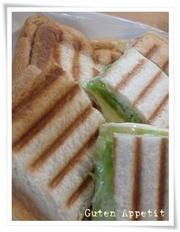 簡単♪食パンでパニーニの写真