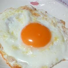 朝食に♪白身カリカリ!チーズ目玉焼き