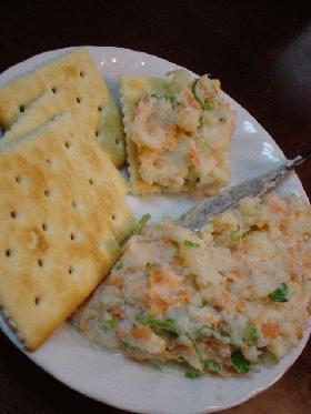 鮭フレークとクリームチーズが入ったポテサラ