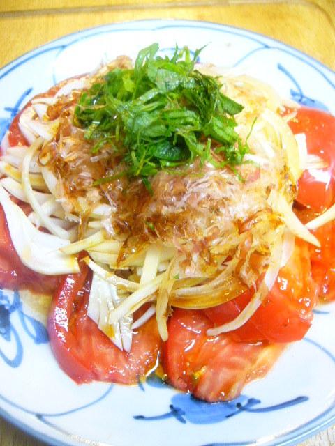 トマトとオニオンスライスの和風サラダ
