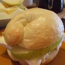 青りんごとチーズのベーグルサンド