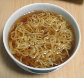 お湯で溶かすだけ!簡単醤油ラーメンスープ