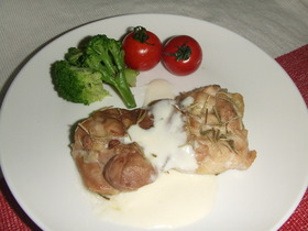 鶏モモ肉のハーブ焼き ヨーグルトソースで