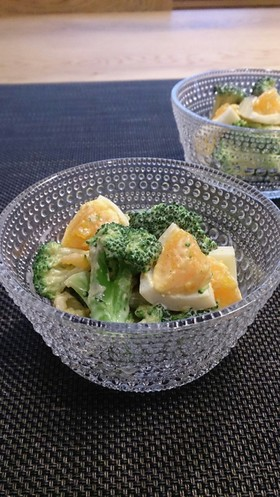 ブロッコリーとゆで卵のオイマヨサラダ