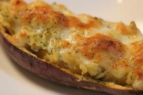 焼き芋で、サツマイモの白味噌グラタン