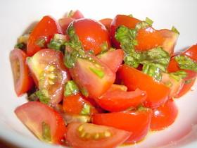 フルーツトマトとバジルのサラダ