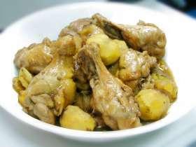 鶏手羽元と栗の煮物